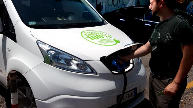 E-NV 200: l'unico taxi elettrico a Genova