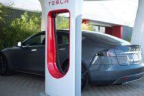 La valutazione del costo di 100 miglia in Tesla