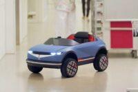 Auto elettrica per bambini non a pedali, ma a risate
