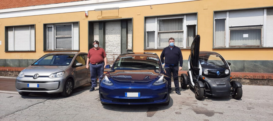 Due fratelli, Antonio e Emilio, e 3 auto elettriche