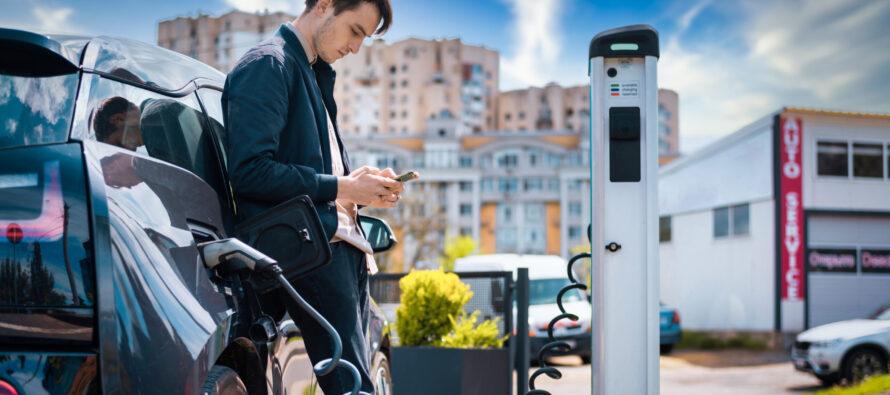 Il rapporto tra estate e l'utilizzo dell'auto elettrica